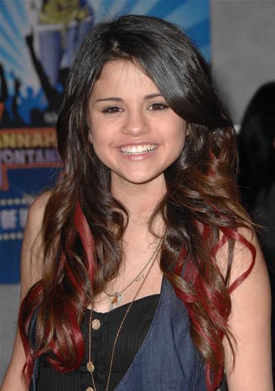selena gomez haircut 2011. selena gomez hairstyles 2011. Selena Gomez#39;s funky flirty