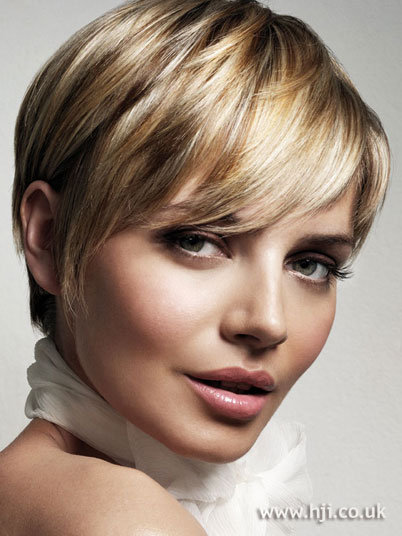 dark blonde hairstyles 2011. girlfriend makeup short londe hairstyles short londe hairstyles 2011