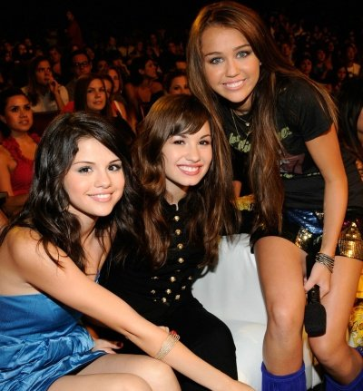 miley cyrus vs selena gomez vs demi lovato. miley cyrus and selena gomez
