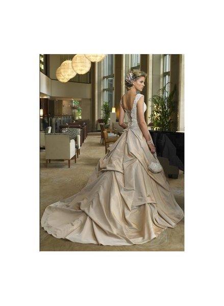 Платье свадебное со шлейфом айвори. сумочка.